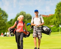 people-playing-golf-together