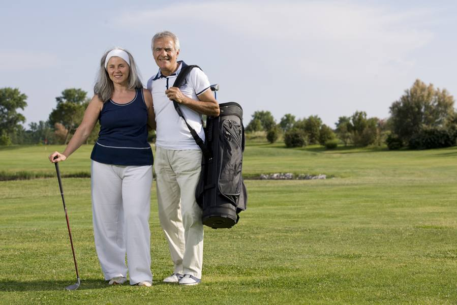 couple-senior-playing-golf-riot