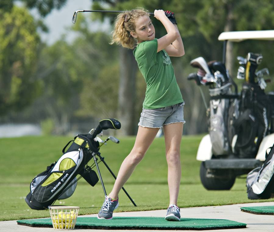 female-junior-golfer